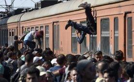 Los migrantes que cruzan Macedonia en su camino Hanes Europa Occidental c